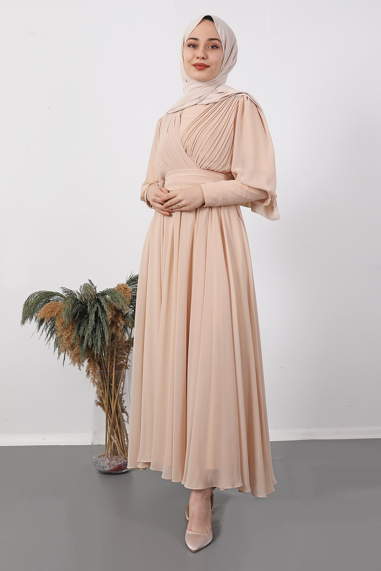 GİZAGİYİM - Kol Manşetli Piliseli Elbise Krem