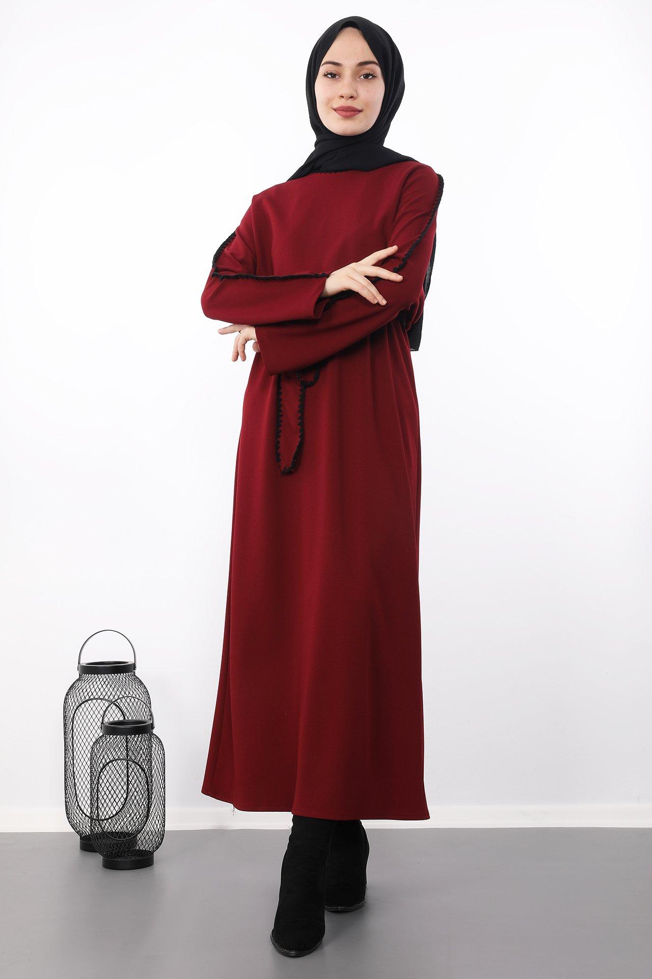 GİZAGİYİM - İşlemeli Kuşaklı Tesettür Elbise Bordo
