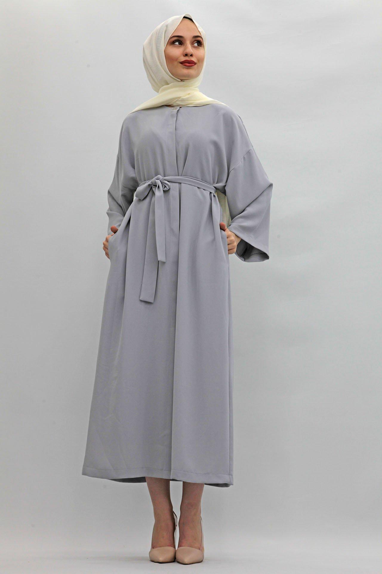 GİZAGİYİM - Kuşaklı Ferace Elbise Açık Gri