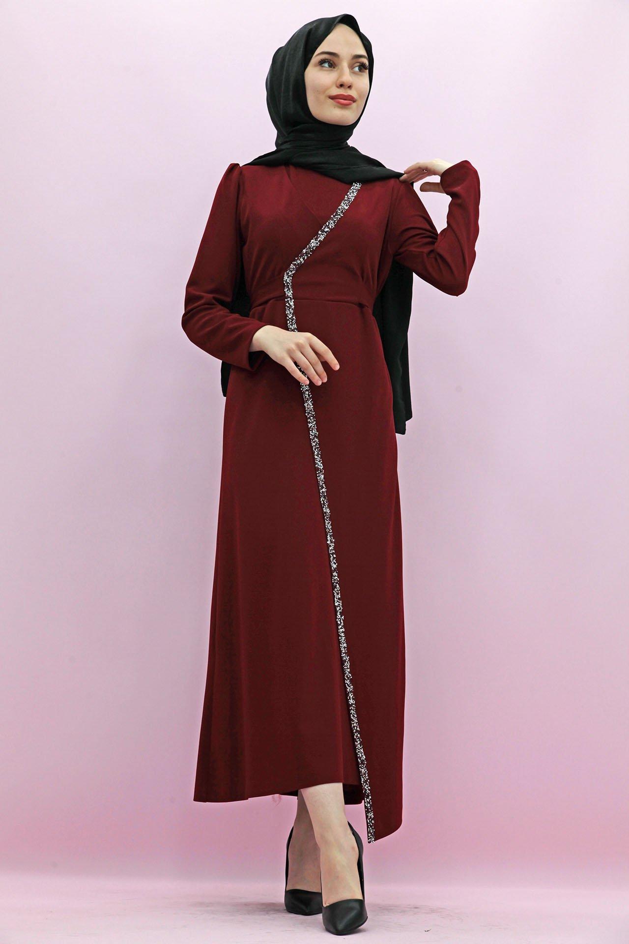 GİZAGİYİM - Taş İşlemeli Kuşaklı Elbise Bordo