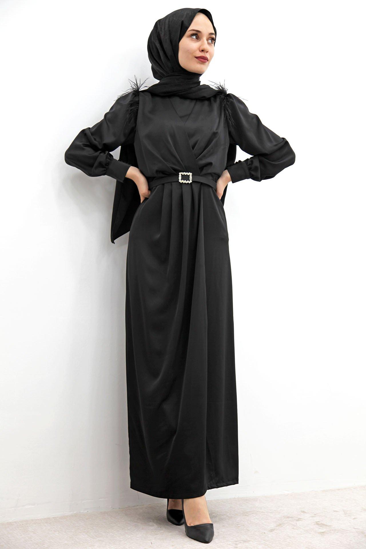 GİZAGİYİM - Omzu Tüylü Saten Elbise Siyah