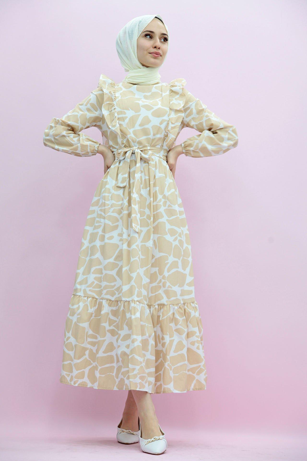 GİZAGİYİM - Desenli Fırfırlı Tesettür Elbise Sütlükahve