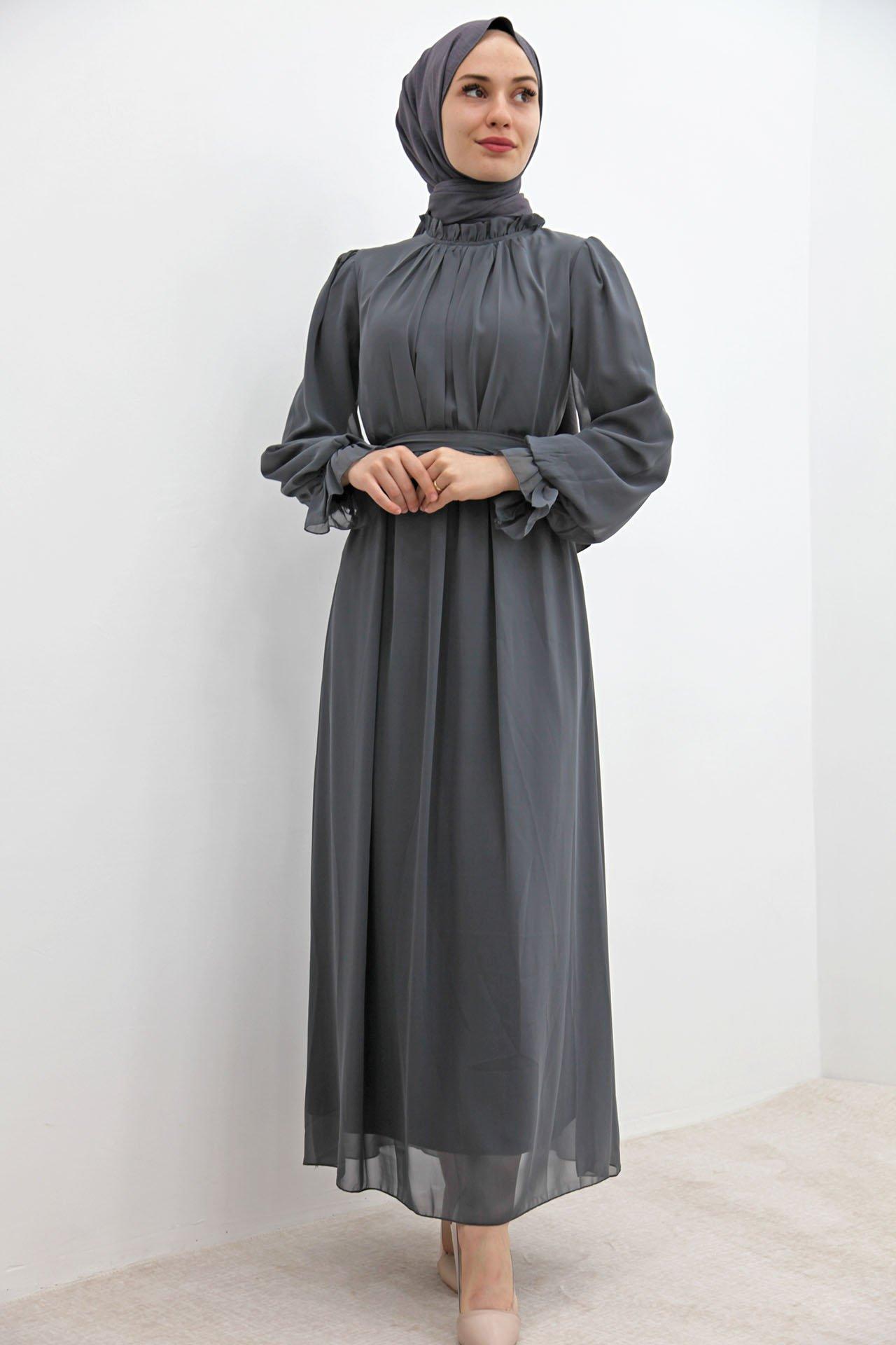 GİZAGİYİM - Kol Boyun Fırfır Tesettür Elbise Gri